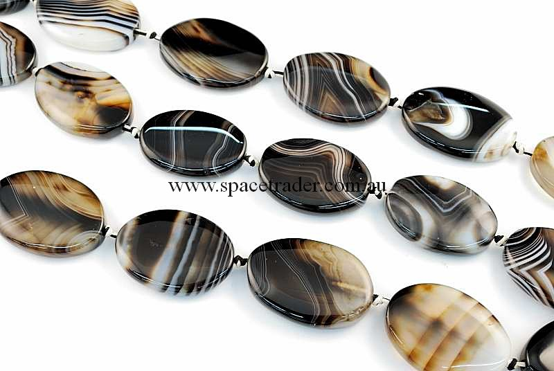 Agate - 24x34mm Oval Black Banded Agate Bead in 11 Pcs a Strand