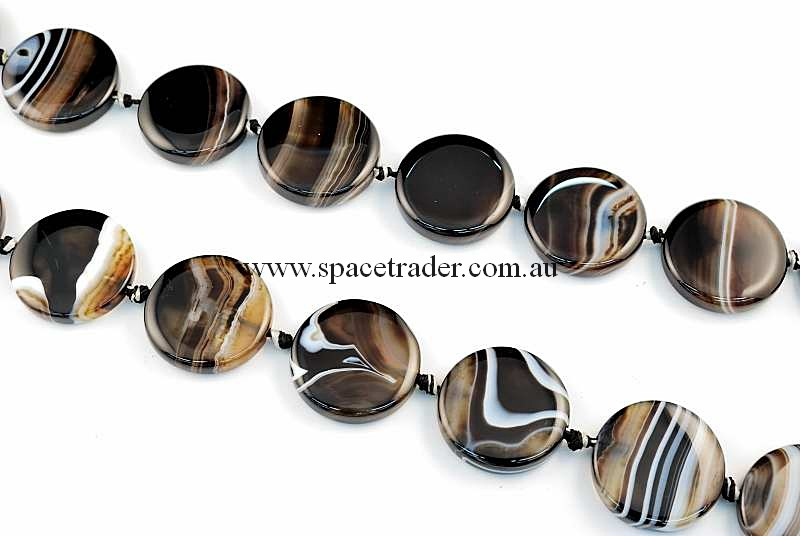 Agate - 26mm Circle Black Banded Agate Bead in 14 Pcs a Strand