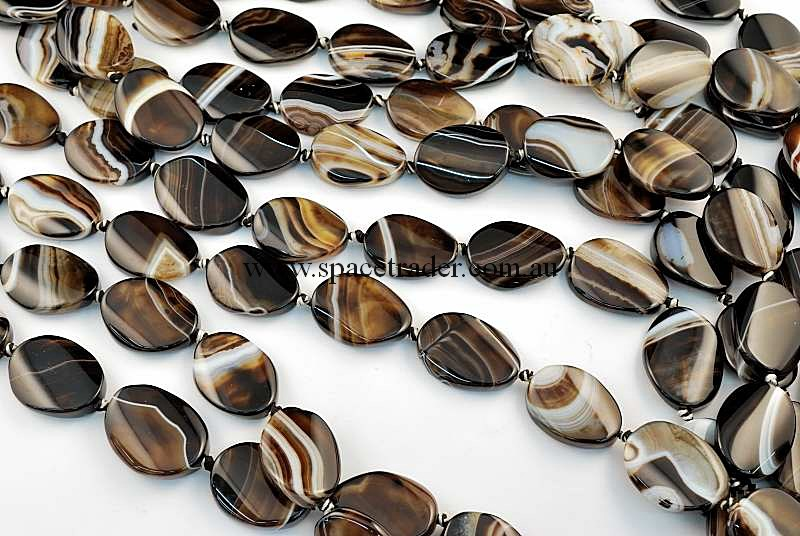 Agate - 18x25mm Oval Black Banded Agate Bead in 14 Pcs a Strand