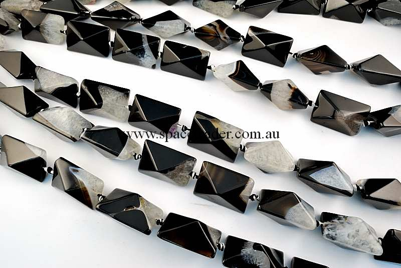 Agate - 20x30mm Rectangle-Pyramid Black Banded Agate with Inclusion Bead in 12 Pcs a Strand