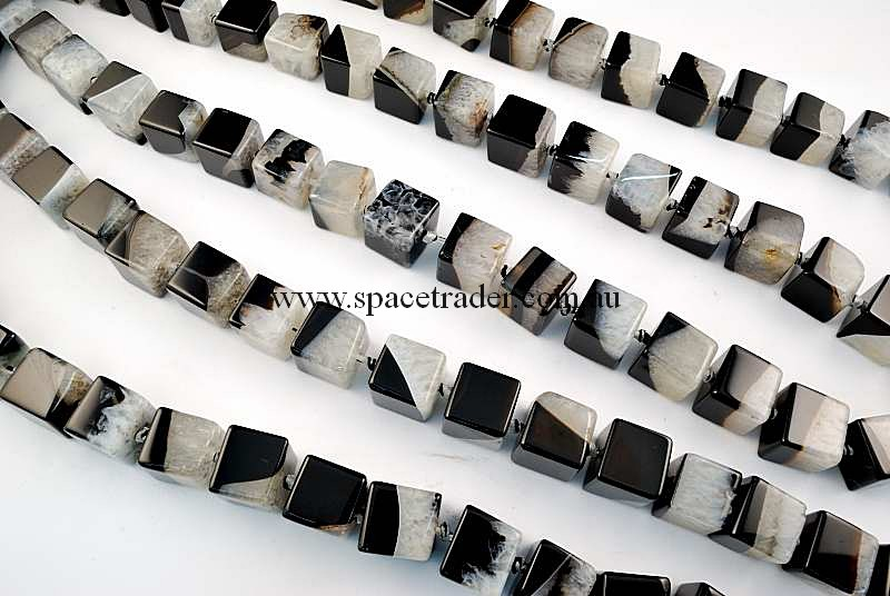 Agate - 15x15x15mm Cube Black Banded Agate with Inclusion Bead in 22 Pcs a Strand