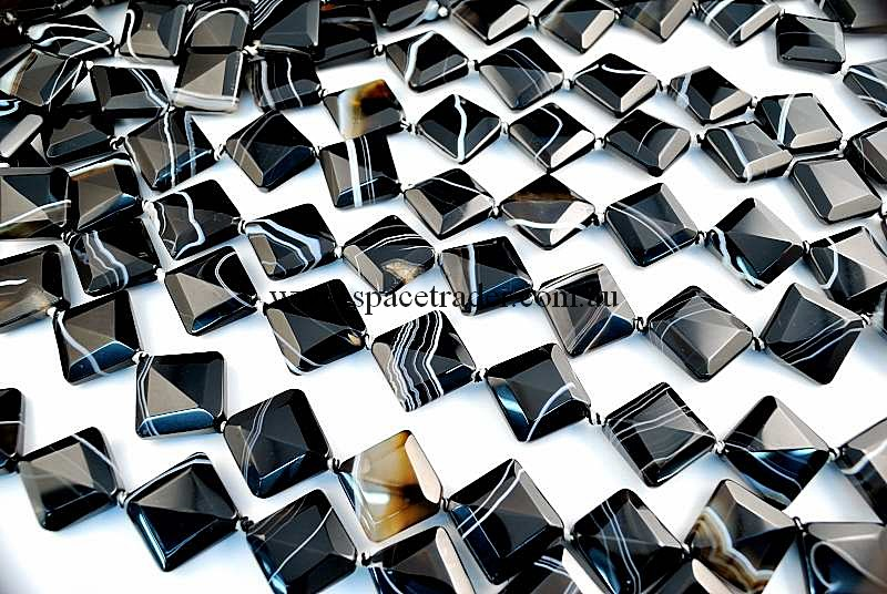 Agate - 22x22x26mm Faceted Diagonal Square Black Banded Agate in 13 Pcs a Strand