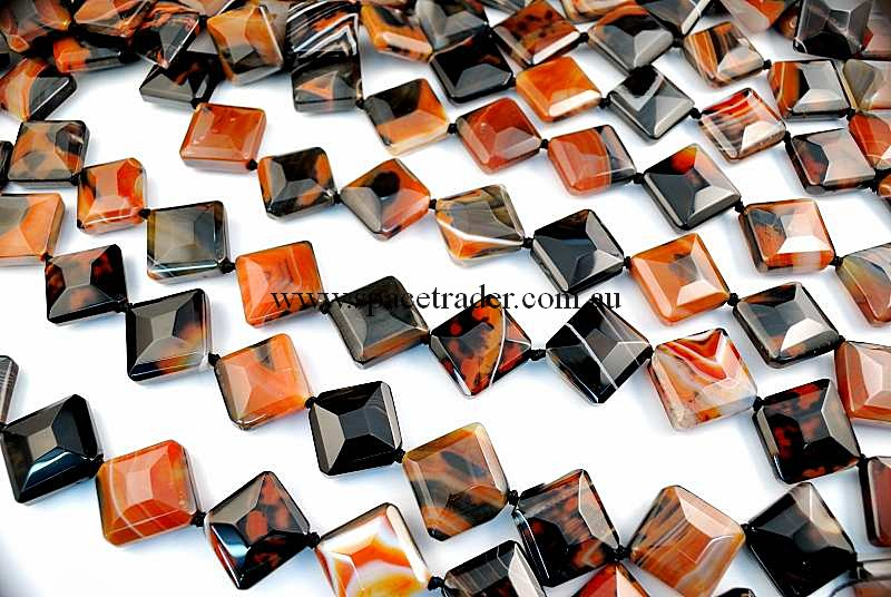 Agate - 22x22x26mm Faceted Diagonal Square Dream Banded Agate in 13 Pcs a Strand