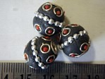 kashmiri beads - 15008 - 14mm red/black x 200 beads